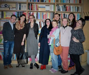 Учасники подорожі з організаторами, лектором Остапом Сливинським та організаторкою фестивалю «Odnełazione w tłumaczeniu» Юстиною Чеховською.